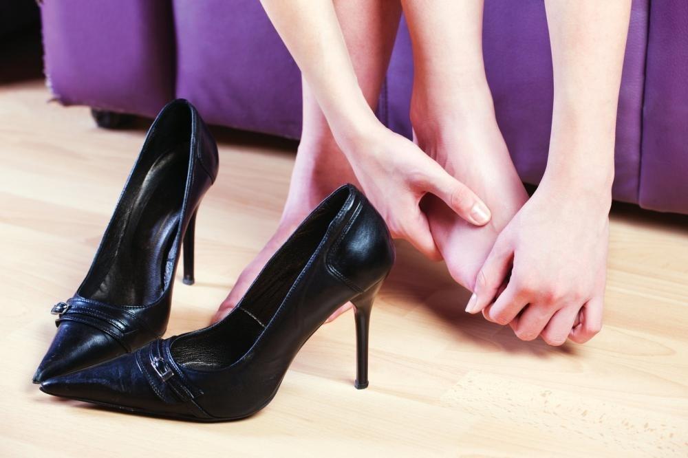 Как растянуть обувь, если она мала