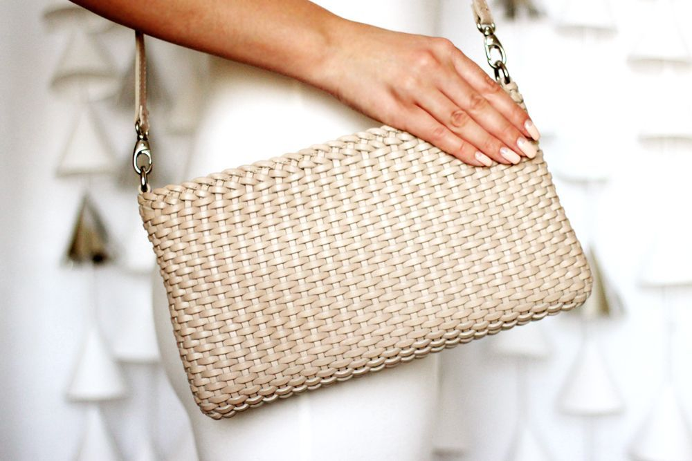 Клатч – маленькая сумочка и очень важный аксессуар