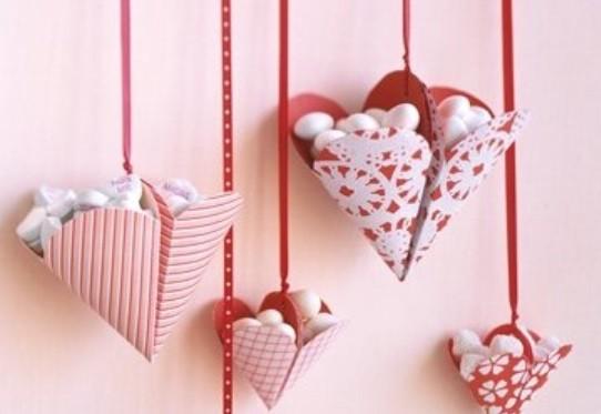 Украшения ко Дню Св. Валентина- Сердечки с конфетами