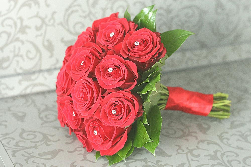 Красный букет — символ страсти