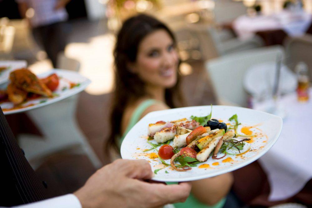 Вкусная и здоровая пища в ресторане