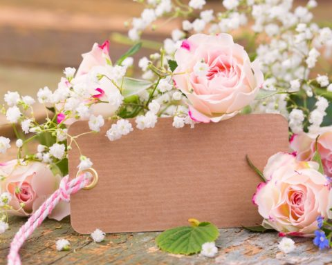 Квиллинг: открытка с цветами