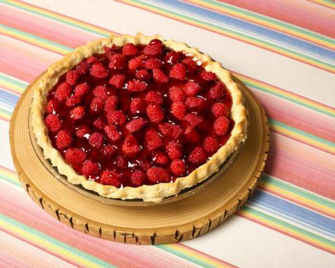 Малиновый пирог с желейной начинкой без выпечки
