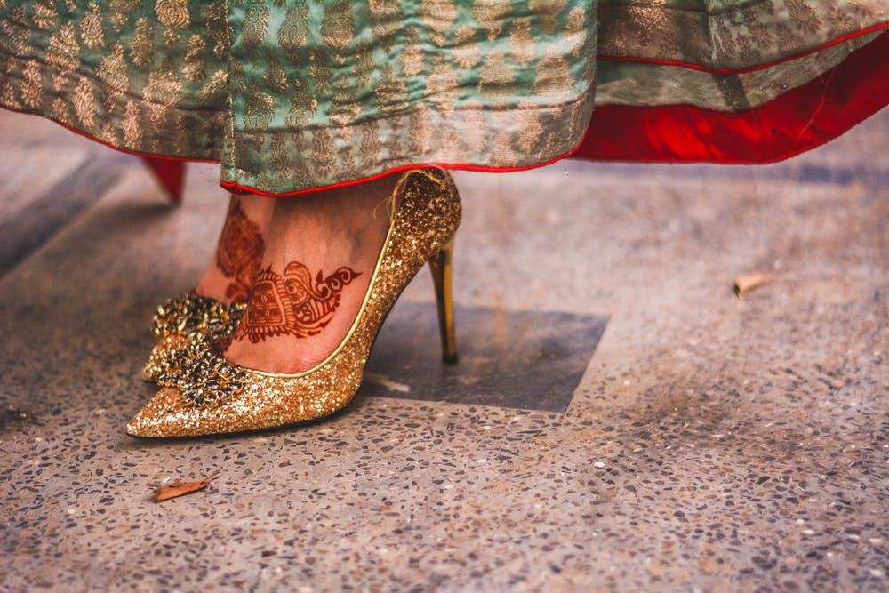Встречают по одежке, а оценивают по обувке…