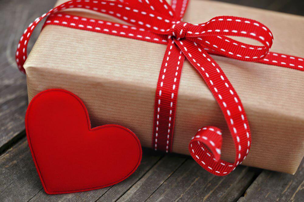Как выбрать подарок для любимой девушки