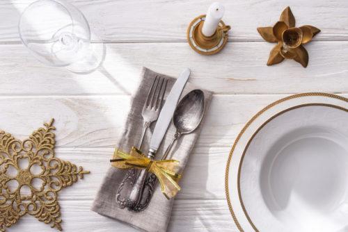 Сервировка стола к празднику или для особого случая