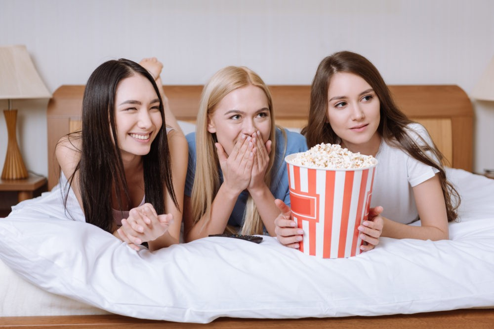Почему люди смотрят сериалы и реалити-шоу?
