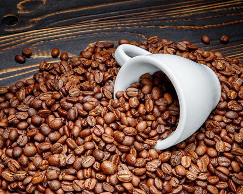 Как готовить и применять скраб из кофейной гущи в домашних условиях?