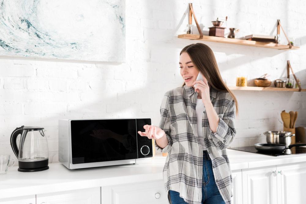 Как почистить микроволновку за 5 минут в домашних условиях