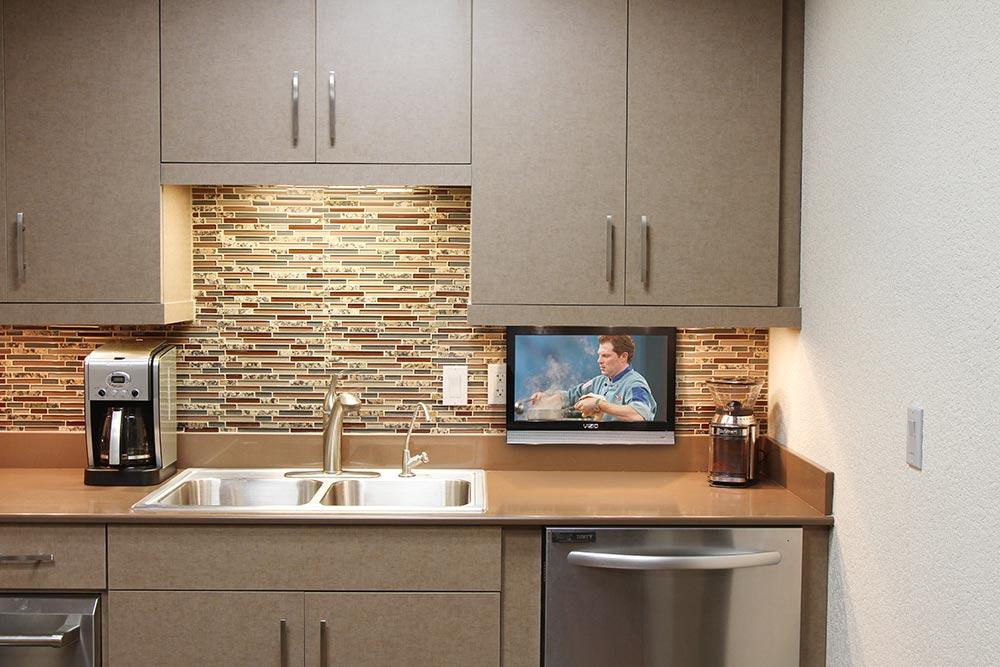 Покупаем кухонный телевизор по правилам