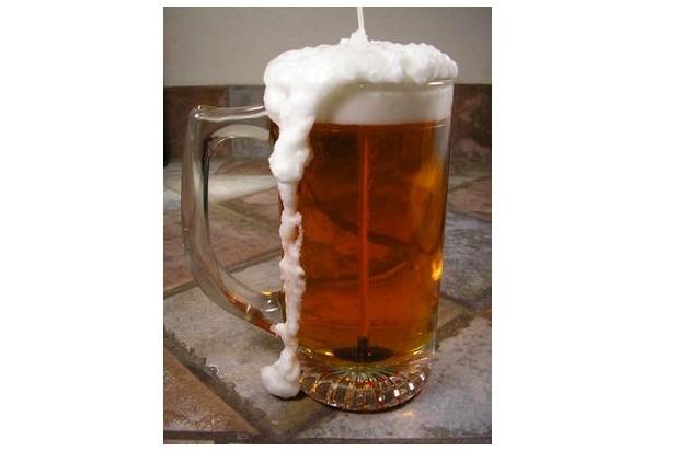 Свеча в виде бокала с пивом