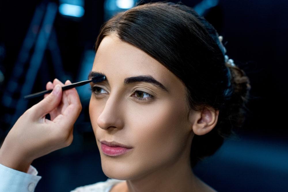 Особенности профессиональной коррекции, окрашивания и моделирования бровей