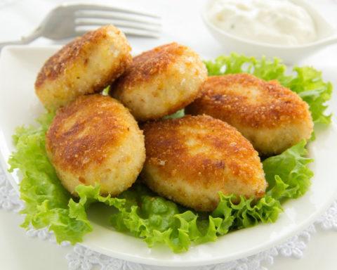 Картофельные котлеты в панировке