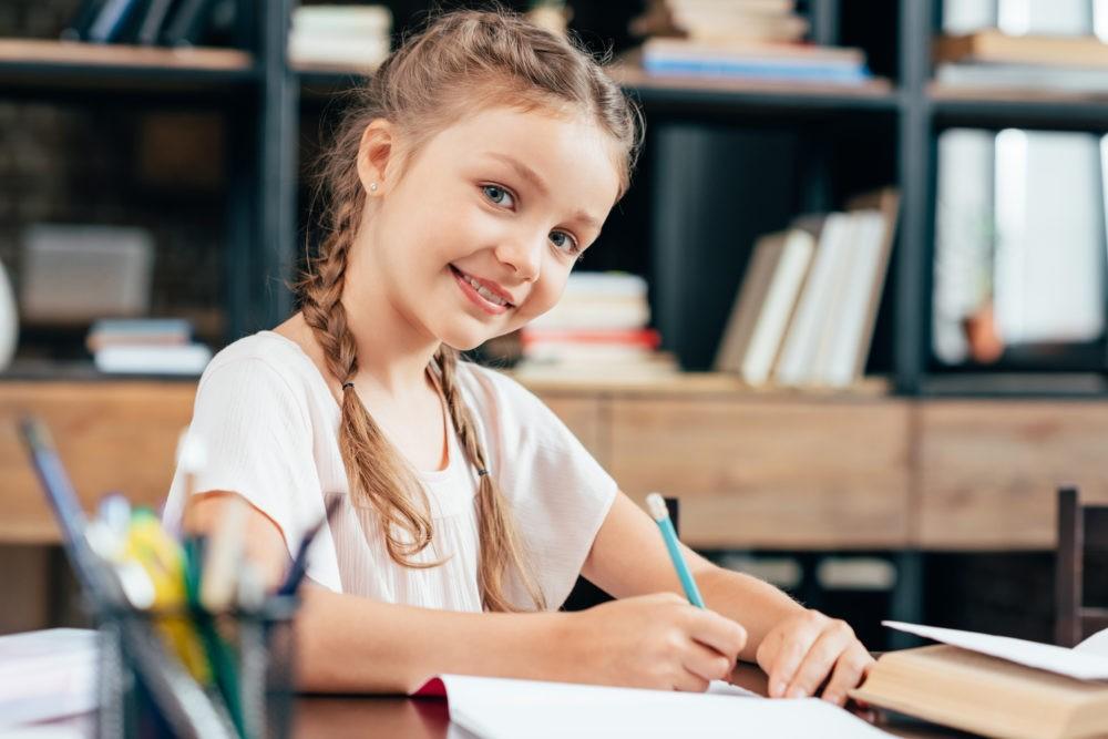 Письменный стол для ребенка