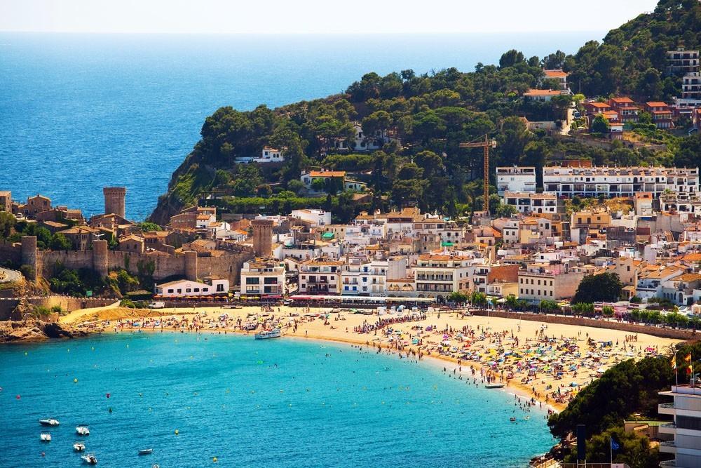 Курорты Испании: спокойный и активный отдых ночью и днем