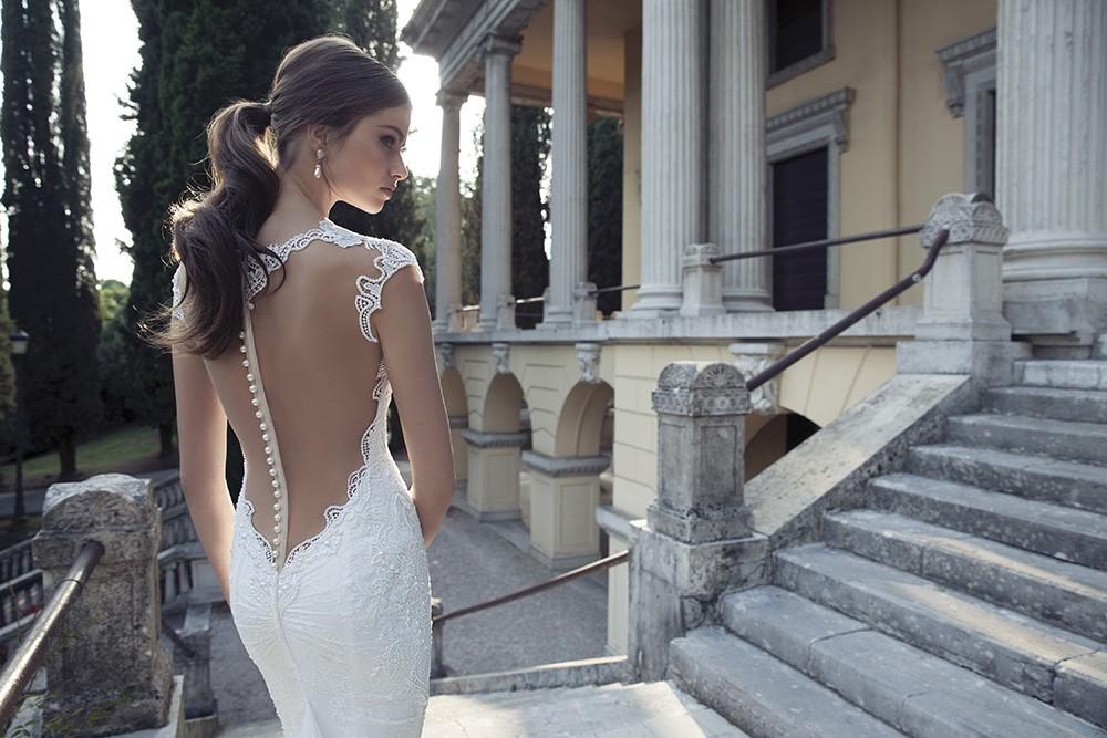 Звездный шик: платье с открытой спиной