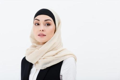 Можно ли мусульманским женщинам пользоваться косметикой?