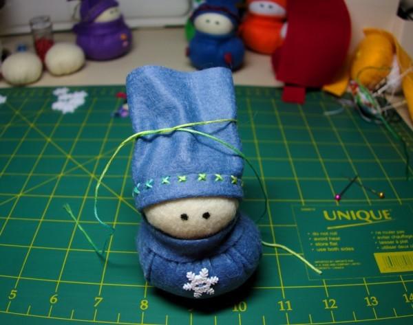 Шьем снеговика из фетра