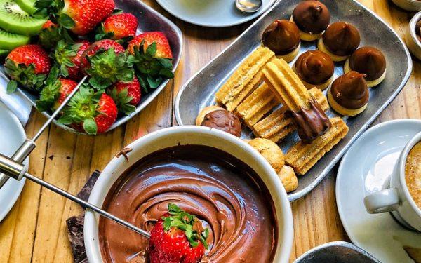 Шоколадно-сырное фондю королевы озер