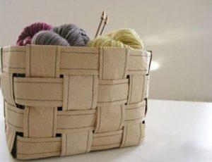 Плетеная корзинка из упаковочной бумаги