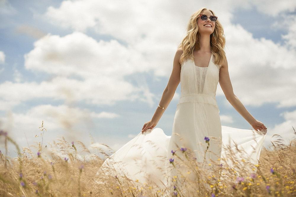 Белое платье – интересный наряд не только для свадьбы