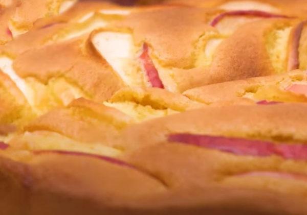 Шарлотка с яблоками — классический рецепт