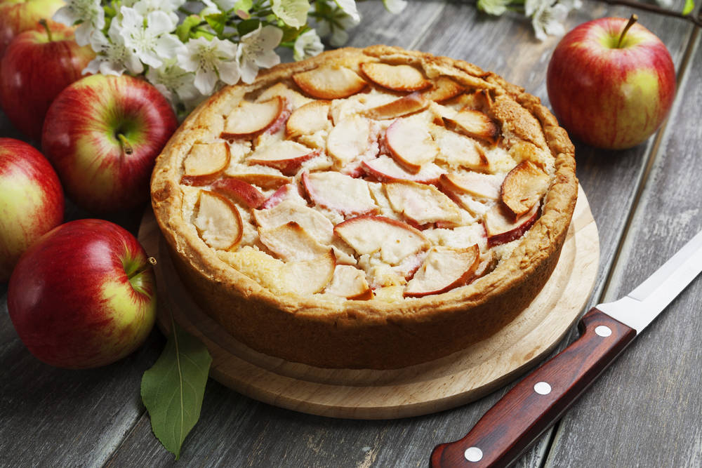 Шарлотка с яблоками - классический рецепт
